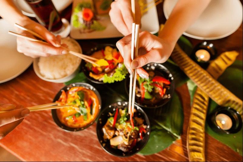 Bunele maniere la masa in Japonia